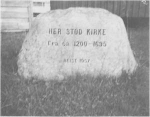 Tett ved de nåværende husa på Kirkvoll sto den første kirka i Tydal. Den var trulig ei stavkirke og bygd i begynnelsen av 1200-tallet. Denne minnesteinen ble reist i 1957.