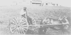 Jens Kirkvold kjører hjulriva ved Fossan.