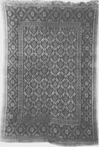 Ekle vevd av Berit Hilmo i 1828. Størrelsen er 166X116, og fargene er rød, svart og gul. Teppet eies av Nordiska muséet. Andre bildet vises detalj av motivet «Tydalsrose» eller «Værhorn».