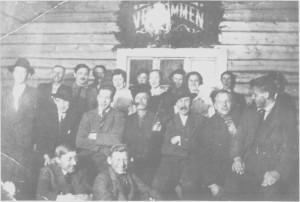 Fest i det gamle ungdomshuset i Gresli ea. 1921.