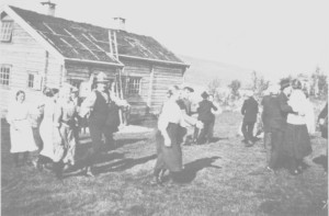 Nystuggulek ved direktør Gulowsens hytte ved Langen. Ungdomslaget i Stugudal ble buden dit da hytta var ferdig.