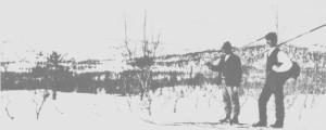 Esten Tronsaunet (Skreddar-Esten) fra Haltdalen og Jens Larsen Østby (f. 1863) med langski og kringlestav.