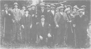 Tydal skytterlag i 1923. De hadde ingen hane, men brukte jordet ved Nea på Aune. Målet var å skyte over elva fra Heggnesset.