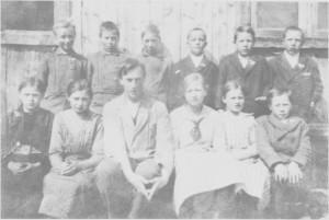 Græsli skole 1919. Lærer er Bernt Hilmo fra Tydal.