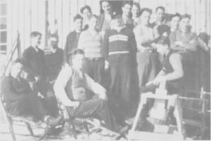 Arbeidsløs ungdom kunne bruke tida til å lære noe nyttig. Bildet er fra et snekkerkurs i Spongtun i i 934.