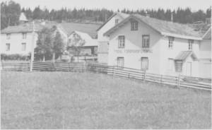Bygninga til Tydal forbruksforening i Ås. Den ble senere kjent som Krysset kafé og pensjonat, og fra slutten av 1980-åra tilholdssted for ungdomsklubben.