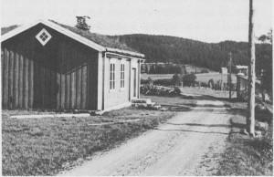 Aune skole fotografert i 1934. Skolekretsen ble inndratt i 1958, og skolestua ble da flytta til Vassenget og satt i stand til bolighus.