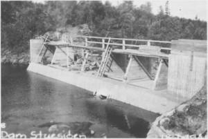 Dammen ved utløpet av Stugusjøen slik den så ut 18. juli 1941.