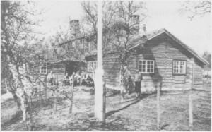 Nedalshytta omkring 1950. Den ble revet før Nesjøen skylla over tomta, og materialene ble delvis brukt til bygging av skihytte ved Rødalstjønna nord for Østby.