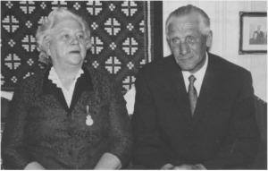 Alma (f. Roalds and) og Iver D. Unsgård. Unsgård var født i 1903 og var ordfører i Tydal 1948 — 1958. Som ordfører var han med i Fylkestinget og ble formann i vegnemnda. I 1957 ble han valgt til stortingsmann for Arbeiderpartiet, og gjenvalgt i 1961 og 1965. Han var medlem av protokollkomitéen i sin første periode og av landbrukskomitéen i de to neste. Han var også medlem i Statens kornforretning. Unsgård var småbruker, anleggsarbeider og skogsarbeider og hadde ingen teoretisk utdannelse ut over 6 måneder folkehøgskole. Alma Unsgård var utdanna jordmor og praktiserte i Tydal fra 1931. Ho har tatt imot nesten 800 unger i sitt lange virke som jordmor, og fikk Kongens fortjenste- medalje i sølv.