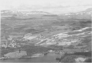 Østbygrenda sett fra Storkleppen. (1993)