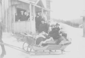 Hesteskyss i sluffe fra Hilmo omkring 1920.