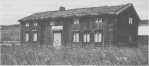 Storaunstuggu er den eldste bevarte stuebygninga i Tydal. Eldste delen er fra 1666. I 1762 bodde her fem familier og 25 mennesker i alt. Den gang hadde Storaunstuggu bare én etasje med hjell under taket til sovested. Bygninga rommer nå bygdemuseum for Tydal. Bildet er tatt i 1987.