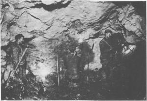 Lillefjell gruver i Meråker ble satt i drift i 1760 av Selbo Kobberverk. Dette bildet er fra omkring 1900 og viser gruvearbeidere i sving med bor og feisel.