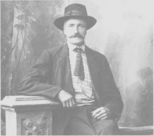 Jon Bersvendsen Østby (1860—1925), Spellmann-Jo, ble mye nytta som spellemann i brylluper i Tydal og i nabobygdene. Det var fele som var danseinstrumentet på hans tid.