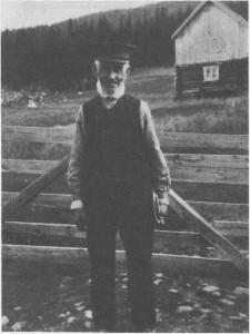Esten Andreassen Gresli, «Post-Esten» (18441922), var Tydalsførste postfører og hadde dette vervet i over 40 år. Han fikk Kongens fortjenestemedalje for trofast virke da han slutta. Esten kom fra Ålen i 1865 og ble rydningsmann på plassen Tømmeråsen i Gresli. Han drev også med skomakerarbeid og lasskjøring mellom Selbu og Tydal.