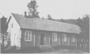 Nytt ungdomshus i Gresli ble bygd i 1930. Det fikk narnnet Spongtun, og bygginga var i stor grad utført på dugnad.