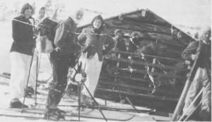 Det første Bukkhammarrennet gikk fra Gresli til Aunegrenda i 1946. Blant deltakerne var Oddlaug Guldseth, Esten Guldseth, Jørgen Guldseth og Leif Østby. Per Hilmo holder på å lesse høy i bakgrunnen.