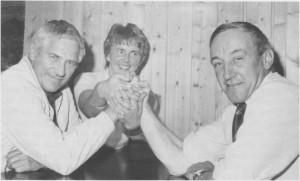 Joralf Østby (til høgre) rykka opp til ordfører i 1968 da Hilmar Østby døde. Joralf Østby er den yngste som har hatt ordførervervet i Tydal. Peder Kr. Aune (til venstre) overtok som ny ordfører i 1972, og ble gjenvalgt også i de tre etterfølgende periodene. Han trakk seg ved valget i 1987. Aune er dermed den som har sittet lengst i ordførerstolen i Tydal. Bildet er fra valgkampen i 1983. Joralf Østby var da første-kandidat på den borgerlige felleslista, mens Tora Hilmo (i midten) sto øverst på lista til SV. (Foto Selbyggen.)